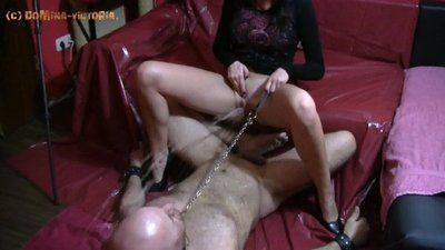 Victoria tortures slave without mercy